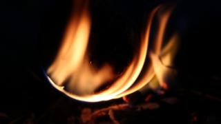 モバイルバッテリー発火イメージ