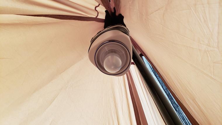 カバーを外せばテント全体を照らせる照明に