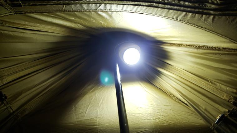 これ1つでテント全体を照らせる